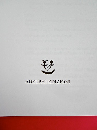 Adelphiana, AAVV. Concezione grafica di Matteo Codignola e Roberto Abbiati; impaginazione di Matteo Spagnolo; fotografie di Luca Campigotto. Frontespizio (part.), 2