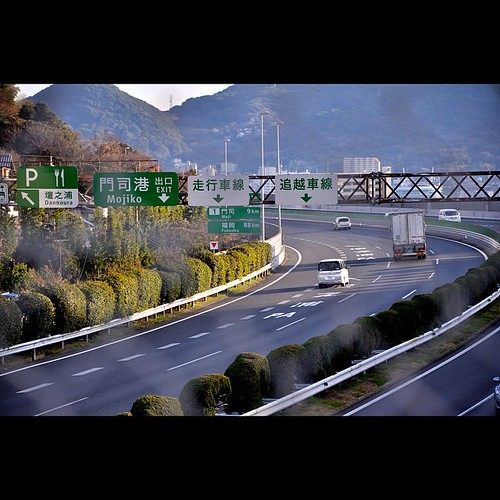 The most exiting last corner in Honshu for those who are homing to Fukuoka. Kanmon Bridge will welcome traveler in a few second.   #shimonoseki #下関 #関門海峡 #関門大橋 #expressway #中国自動車道 #corner #lastcorner #homing #kyushu  #fukuoka #shimonisekistreetview #mojik