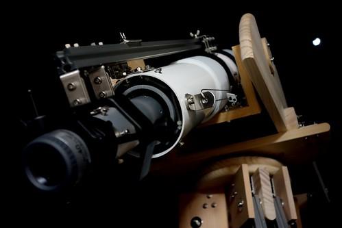 Astronomical Telescope_47_Edited 自作天体望遠鏡の写真。鏡筒先端を月に向けている。