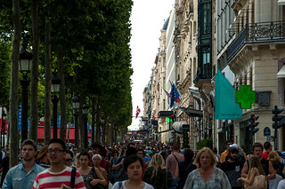 La foule sur les Champs Elysées