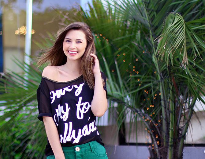 09-look saia jeans verde e blusa preta naguchi blog sempre glamour
