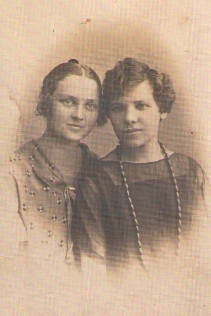 Моя бабушка Юзефа(справа). Около 1924г. Варшава.