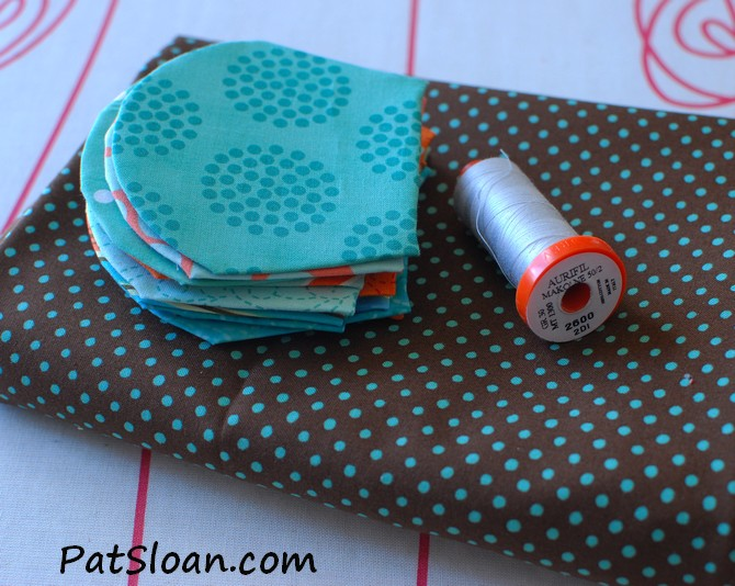 pat sloan thimbles background fabric 1