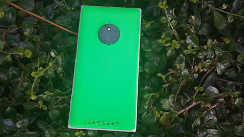 Lumia 830 ด้านหลัง
