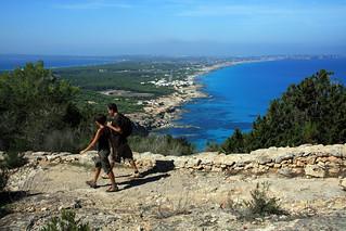 El senderismo, una buena opción para recorrer la isla.