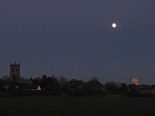 IMFull Moon, Hanbury at Dusk