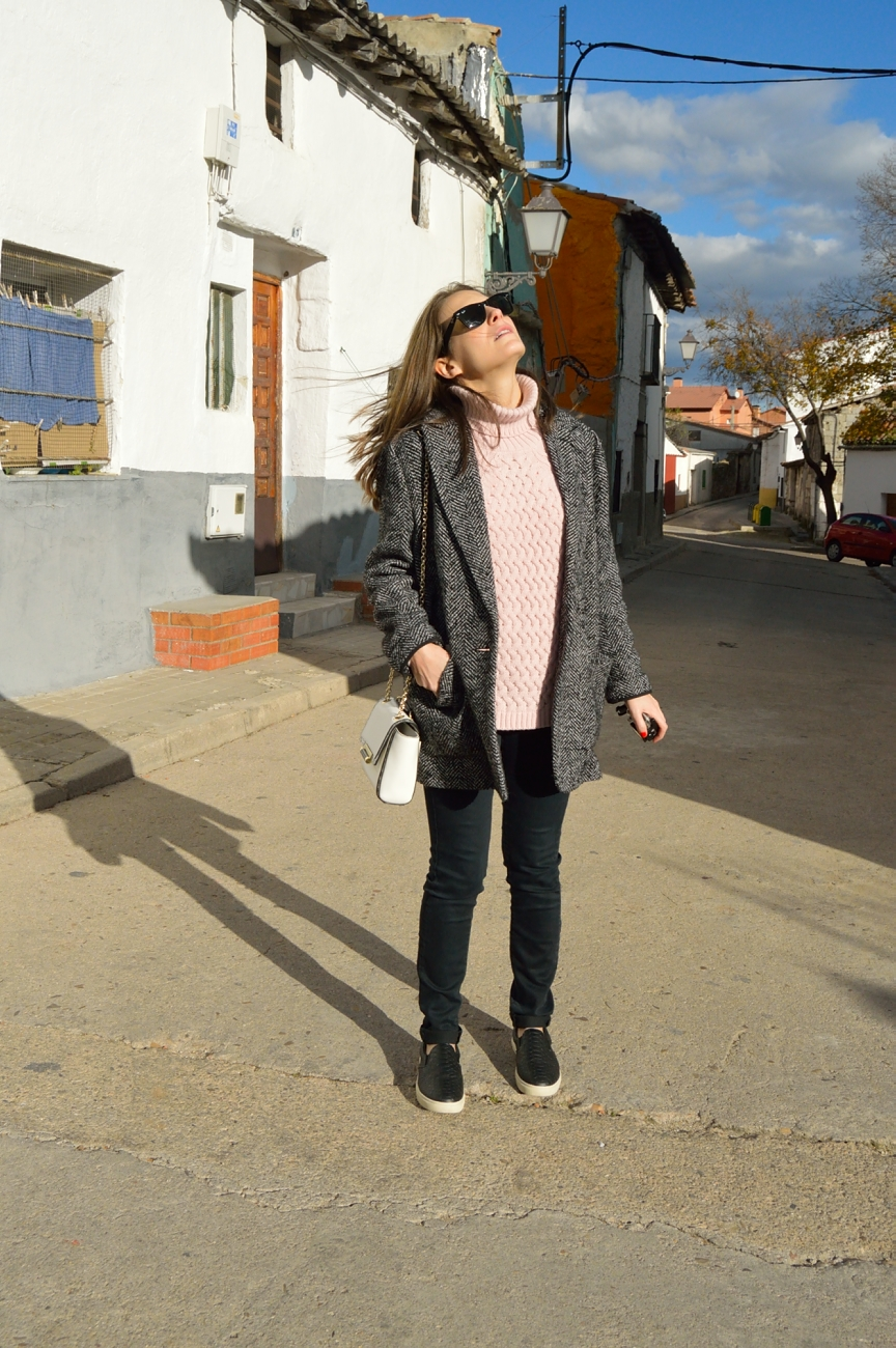 lara-vazquez-mad-lula-style-streetstyle-look-fall-black-pink-pale