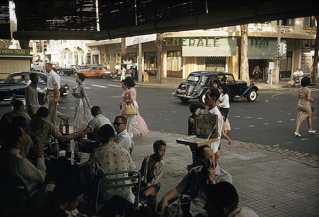 SAIGON 1961 - Ngã tư Tự Do-Nguyễn Văn Thinh. Photo by Wilbur E. Garrett