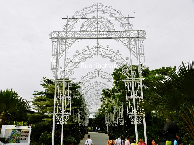 Christmas Wonderland 2014 - Frontone Arrival Arch Unlit