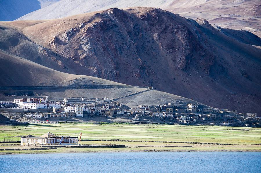 Озеро Тсо Морири. Деревня Корзок. © Kartzon Dream - авторские путешествия, авторские туры в Индию, тревел фото, тревел видео, фототуры