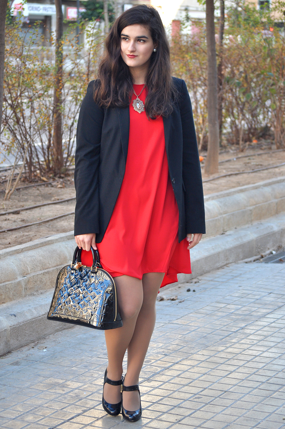 something fashion blogger valencia spain, amanda r. red hm blazer new year's eve louis vuitton bag alma vernis black fblogger, emporio armani shoes wrap coat streetstyle 2015