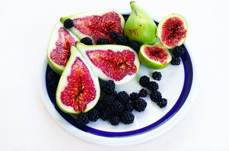Летние свежие фрукты