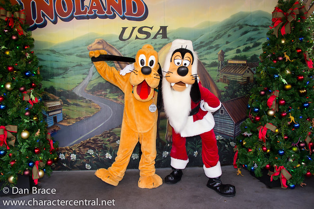 Pluto and Santa Goofy