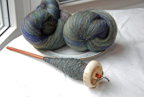 Spinning batts from Enting Fibercraft on Bosworth Moosie drop spindle