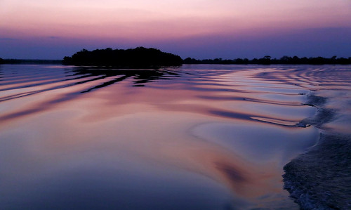 africa travel pink sunset reflection nature water colors river island boot boat reisen wasser waves colours sonnenuntergang purple natur rosa lila insel afrika fluss reflexion spiegelung zambia farben violett wellen 6d 2014 sambia kafue anymotion landschaftsaufnahmen canoneos6d gettyimages201411