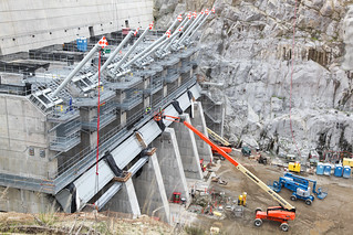 Folsom Dam auxiliary spillway's control structure