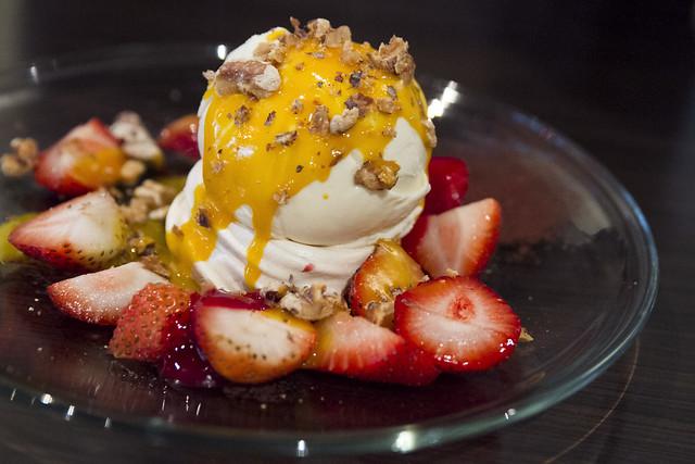 Pavlova with strawberries and vanilla ice cream