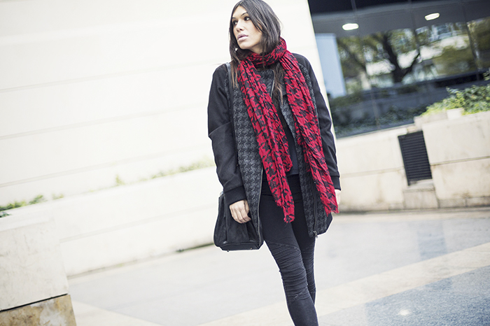 street style barbara crespo houndstooth pattern c&a coat it shoes black and red outfit blog de moda fashion blogger