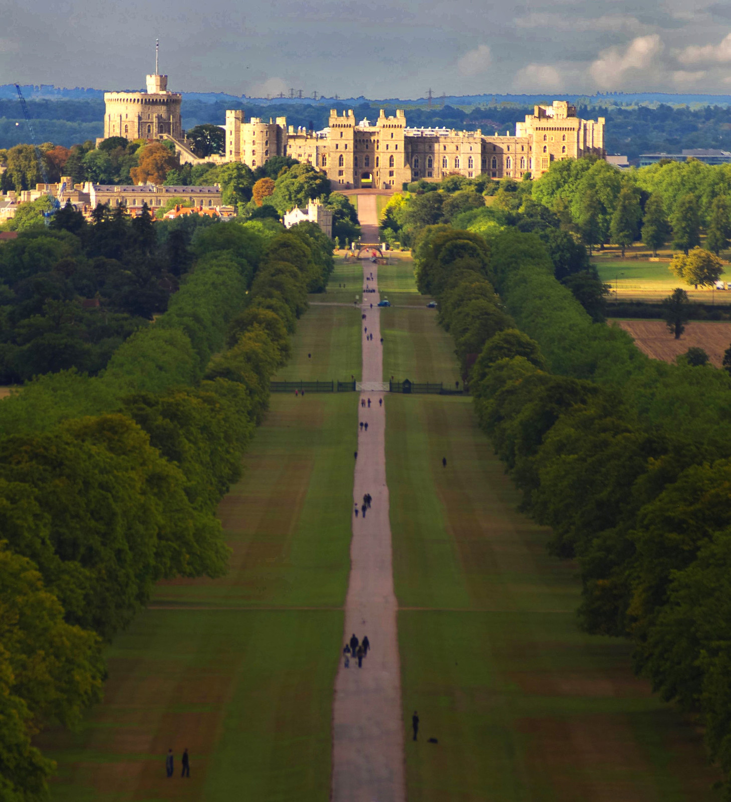 Windsor Castle Long Walk. Credit Graemev2