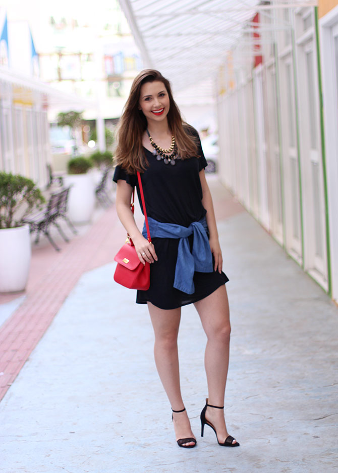 02-vestido-preto-com-camisa-jeans-amarrada-sempre-glamour