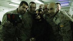 Darth Vader visitando a los militares españoles desplazados en Afganistán