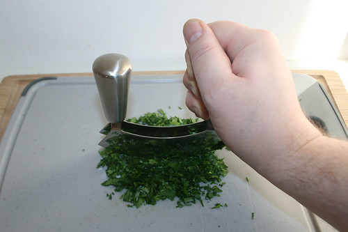 17 - Petersilie zerkleinern / Cut parsley