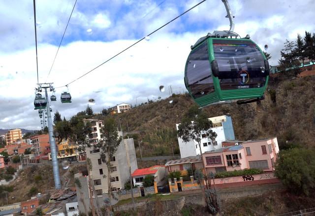 """04.12.14. (La Paz) - El presidente Evo Morales inaugura la Línea Verde de """"Mi teleférico"""", que va de la Curva de Holguín a Irpavi. (Foto: Enzo De Luca)"""