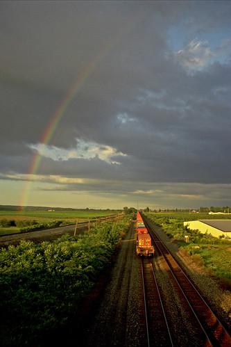 rainbow rainbows csx cloudsandsky northeastpennsylvania csxtrains csxeriewestsubdivision csxintermodaltrains bortroad