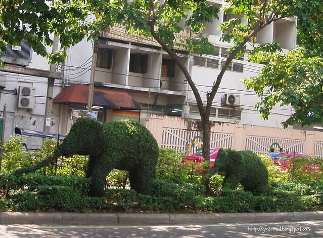 Деревья в виде слоников