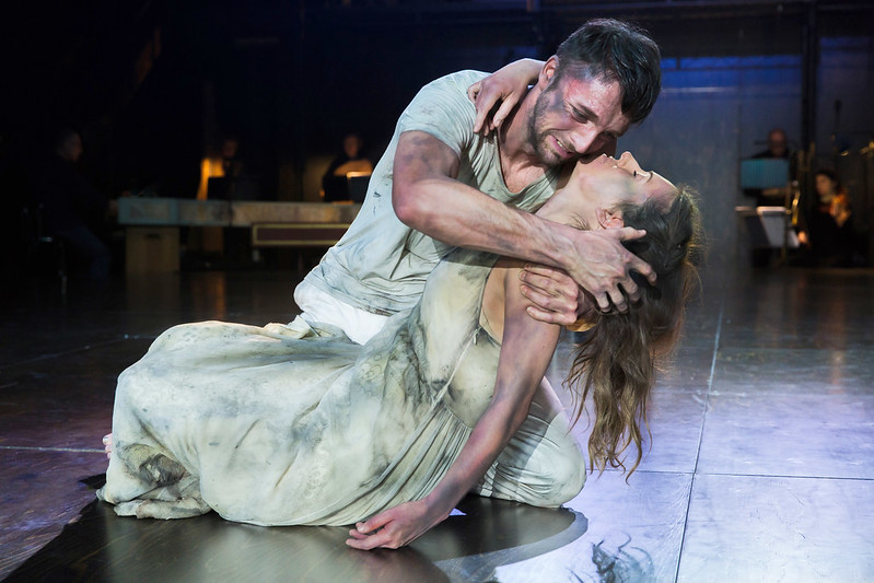 Gyula Orendt as Orfeo and Mary Bevan as Euridice in Orfeo © ROH. Photo by Stephen Cummiskey, 2015.