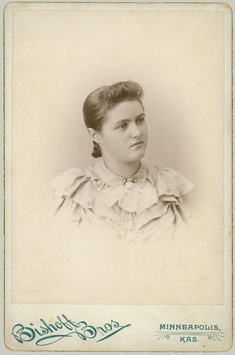 Cabinet Card portrait of a young woman