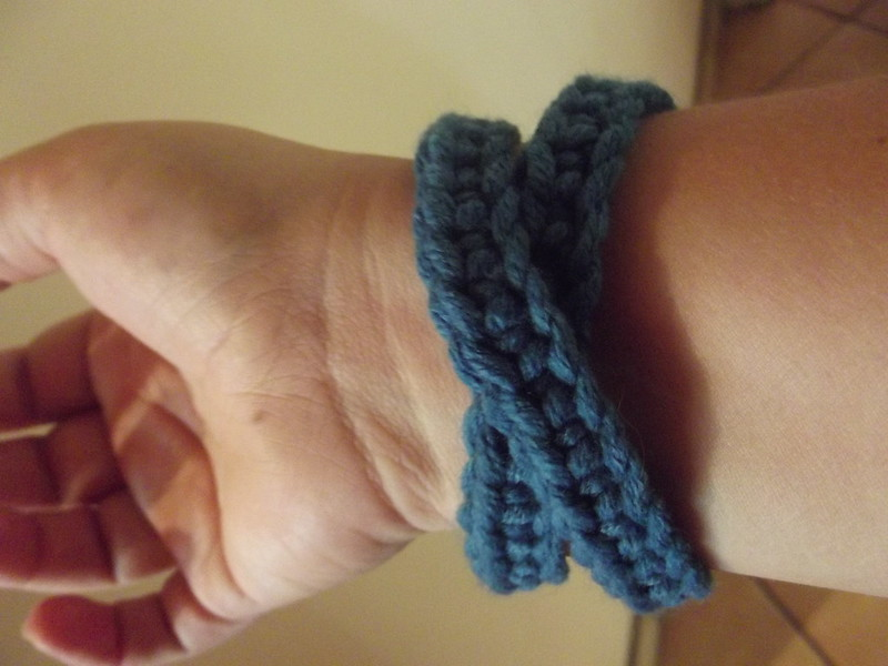 Crochet blue bracelet easy