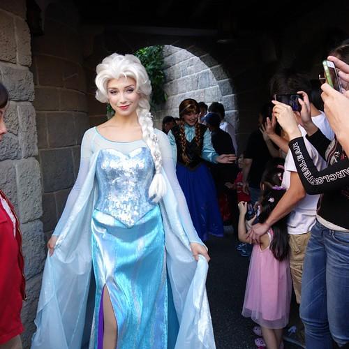 エルサ女王の登場。 #tw