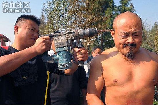 Rùng mình xem võ sư Thiếu Lâm trổ tuyệt đỉnh kungfu