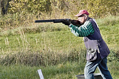 shooting sport(1.0), shooting(1.0), clay pigeon shooting(1.0), sports(1.0), recreation(1.0), outdoor recreation(1.0), trap shooting(1.0), skeet shooting(1.0),