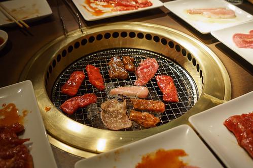 都丟進去燒吧! 肉之盛宴!