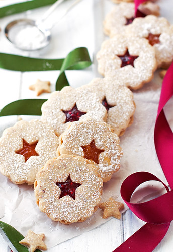 Rasberry Almond Linzer Cookies