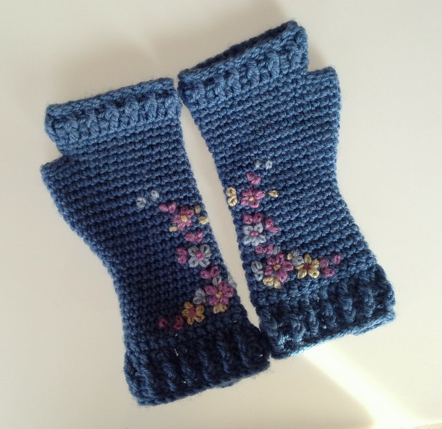 fingerless embroidery mittens