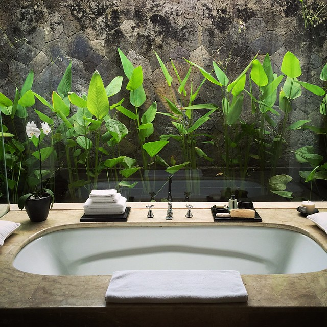 Bathtub at Amanusa