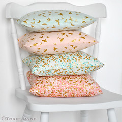 Invisible zip cushions