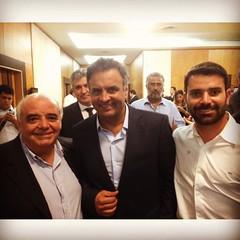 encontro dos partidos de base aliada, juntamente com o senador e presidente nacional do PSDB, Aécio Neves. 2
