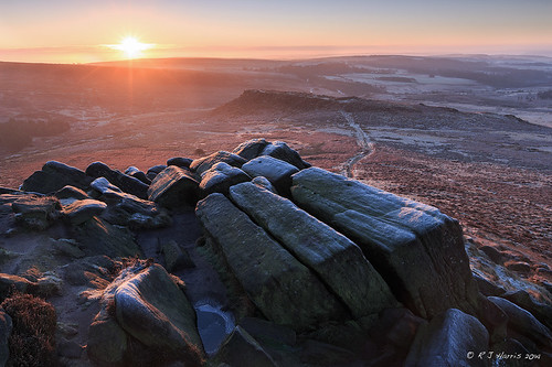 uk winter england sun cold sunrise nationalpark rocks frost december glow derbyshire peakdistrict ngc wideangle hills gb british peaks goldenhour 2014 higgertor 1dx leefilters ef1635mmf28lii canon1dx