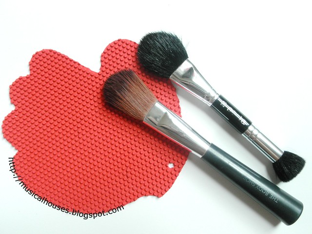 Sigma Spa Cleaning Brush Glove Dupe Brushes