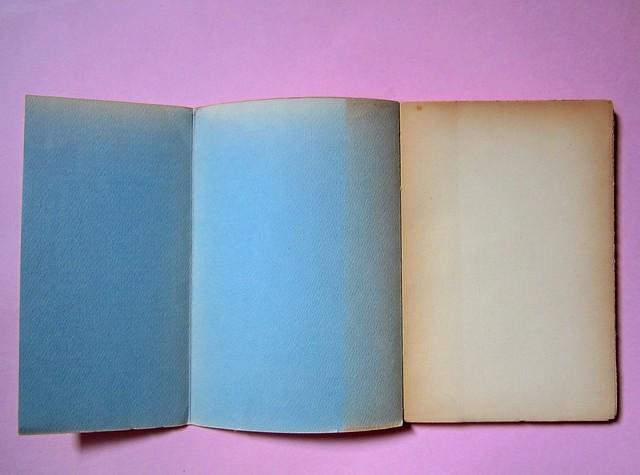 L'entrata in guerra, di Italo Calvino. Einaudi 1954. [Progetto grafico di Albe Steiner]. Verso del risvolto di copertina, verso di copertina, carta di guardia (part.), 1