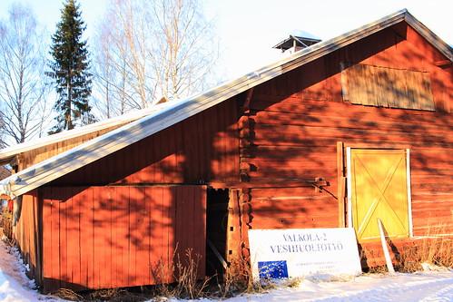 winter barn rural suomi finland countryside wooden log farm talvi laukaa loghouse farmbuilding hirsi vaja maaseutu aitta valkola finnishcountryside riihi canon7d hirsirakennus juhanianttonen ef24105l40isusm