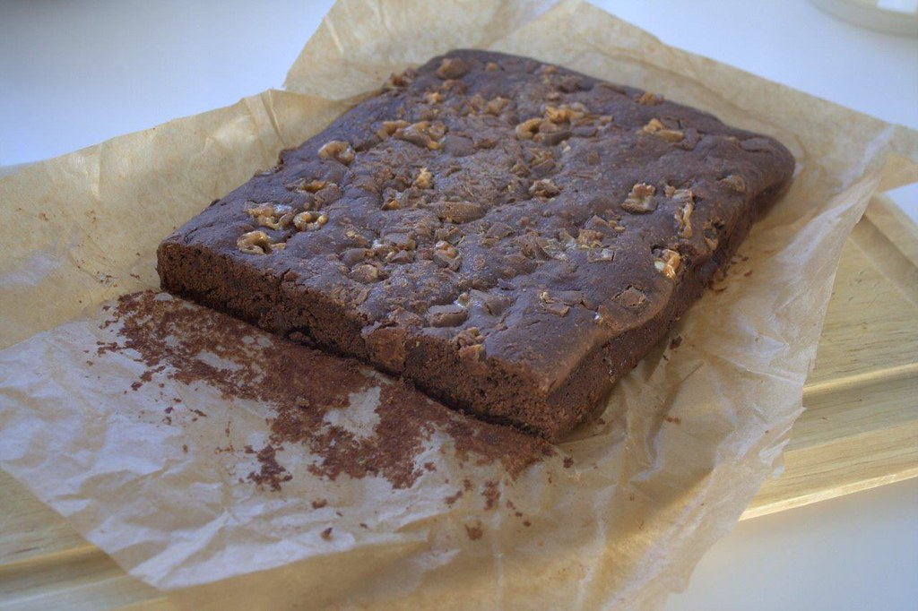 Opskrift på hjemmelavet brownie med snickers
