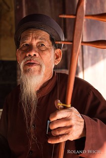 Monk near Tam Coc
