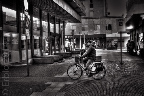 The lonely Cyclist, HDR, Fujifilm X10, Streetphotography.