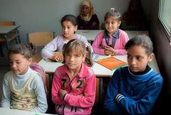 في حمص .. المدرسون ينعمون بالدفء والطلاب من البرد