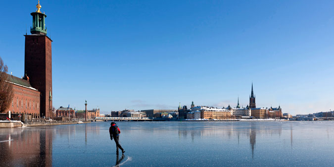 Ice Scating Stockholm-Visitors-Board-Trygg_Ice_Riddarfjarden_webb_675x337